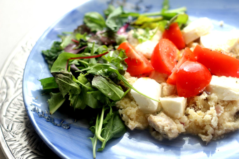 Kukkakaaliriisi kanalla ja mozzarellalla – ihana herkku hetkessä