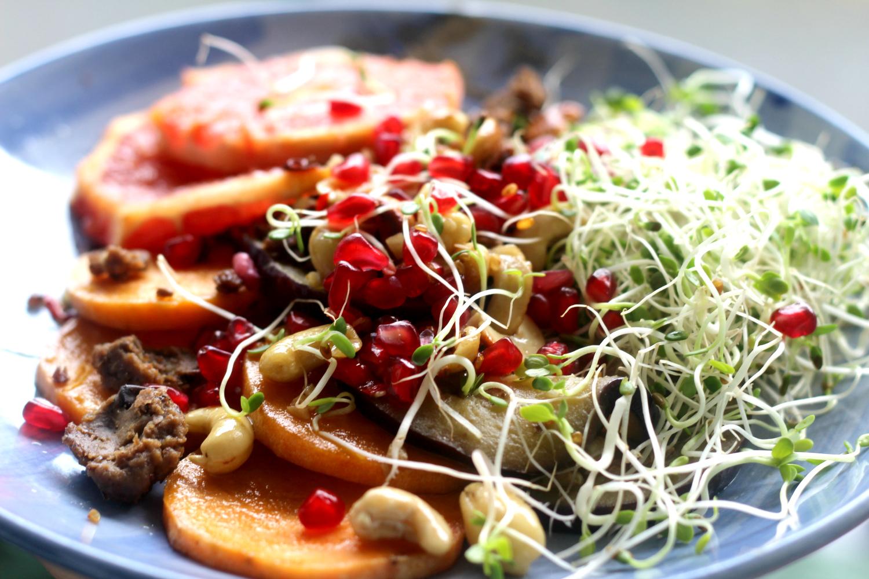 Lämpimässä salaatissa munakoisoa, bataattia, Härkistä ja verigreippiä