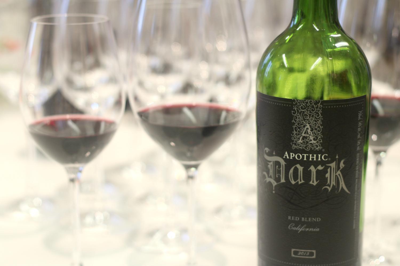 Sama viini maistuu ihan erilaiselta eri laseista, vertaa itse kotona
