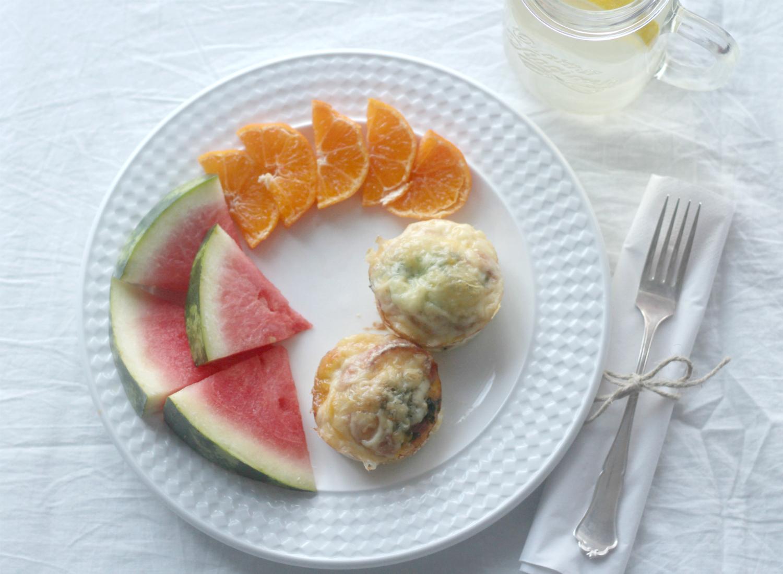 Munakasmuffinssit vuohenjuustolla ja baby-pinaatilla