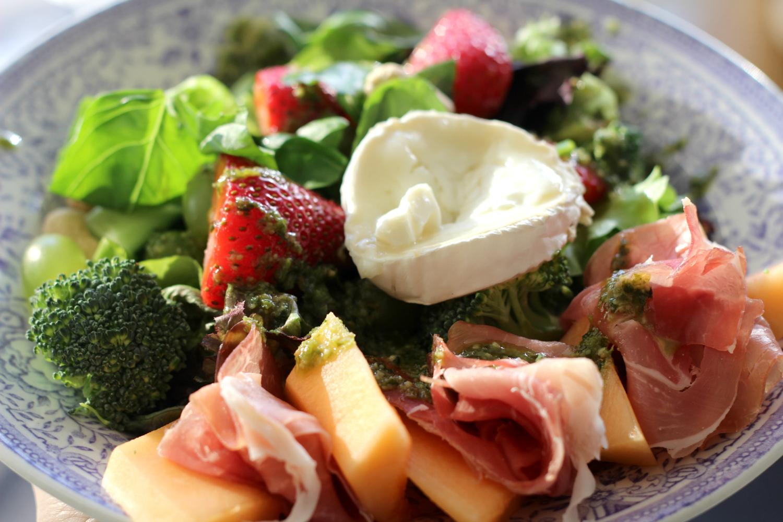 Salaatti kesän ja Italian mauista