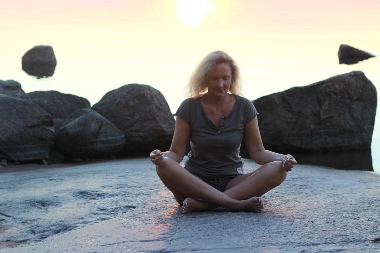 Näin aloitat meditoinnin harjoittelun kotona – toivepostaus