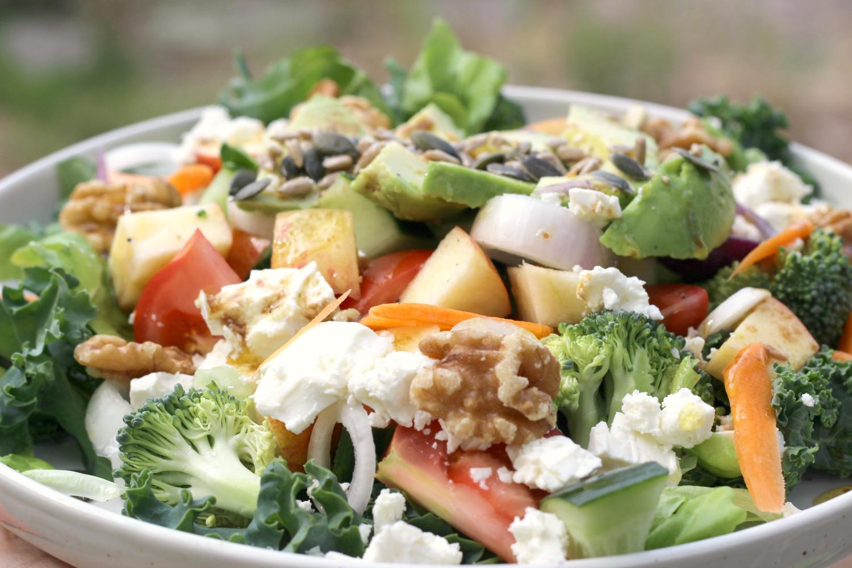 Lehtikaalin terveyshyödyt – ja ihana salaattiresepti