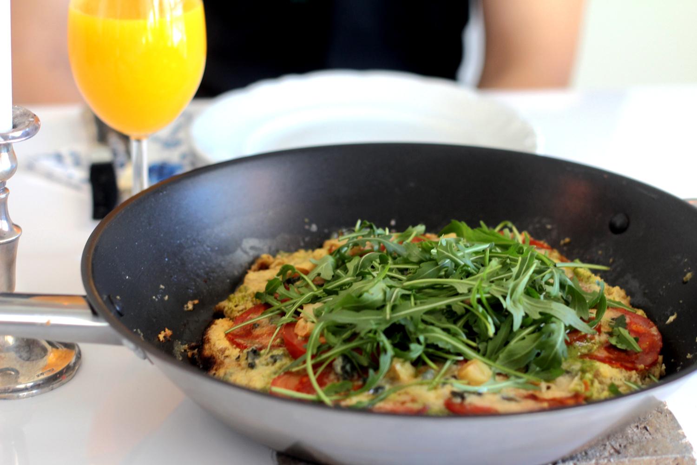Aamupala-pizza Chorizolla ja Gorgonzolalla