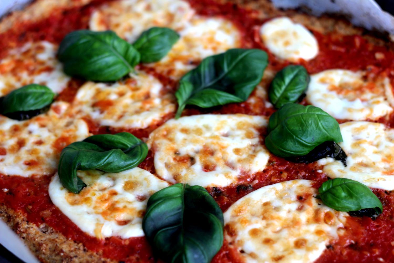 Pizza Margherita Härkis-kukkakaalipohjalla