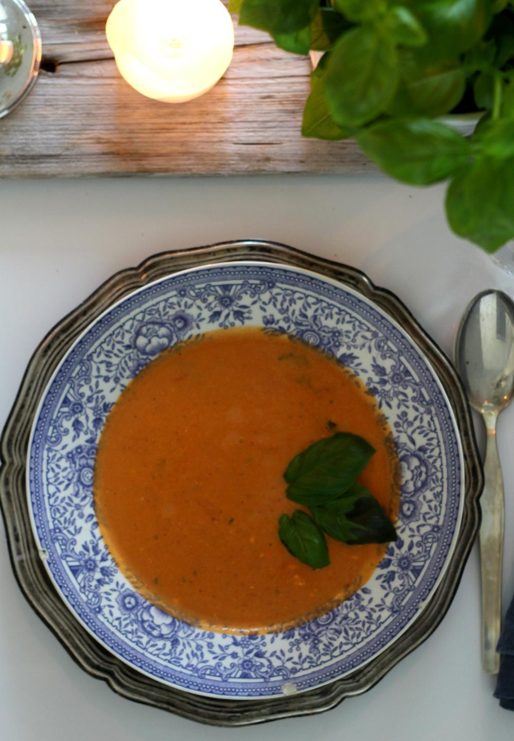 kermainen tomaatti-vuohenjuustokeitto