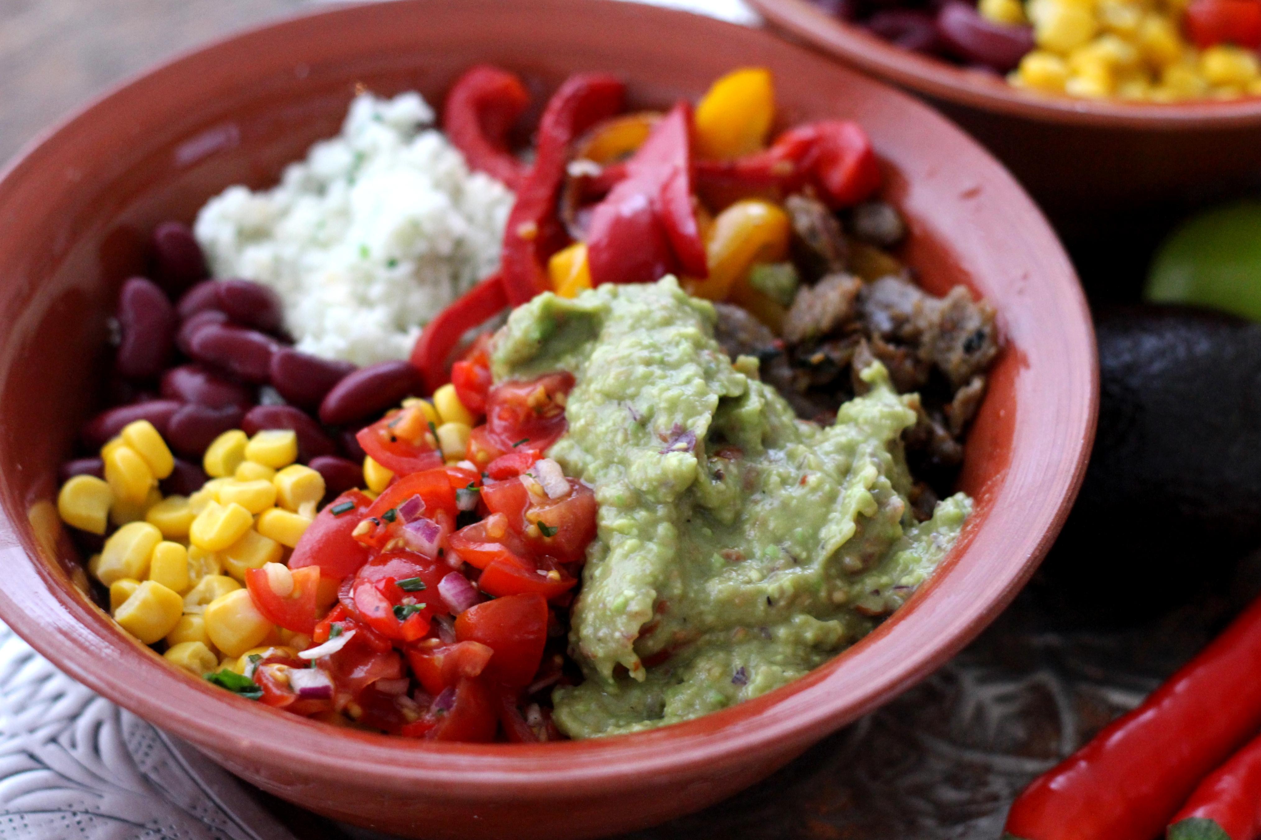 Texmex Bowl – Guacamolea, salsaa ja Beanittiä