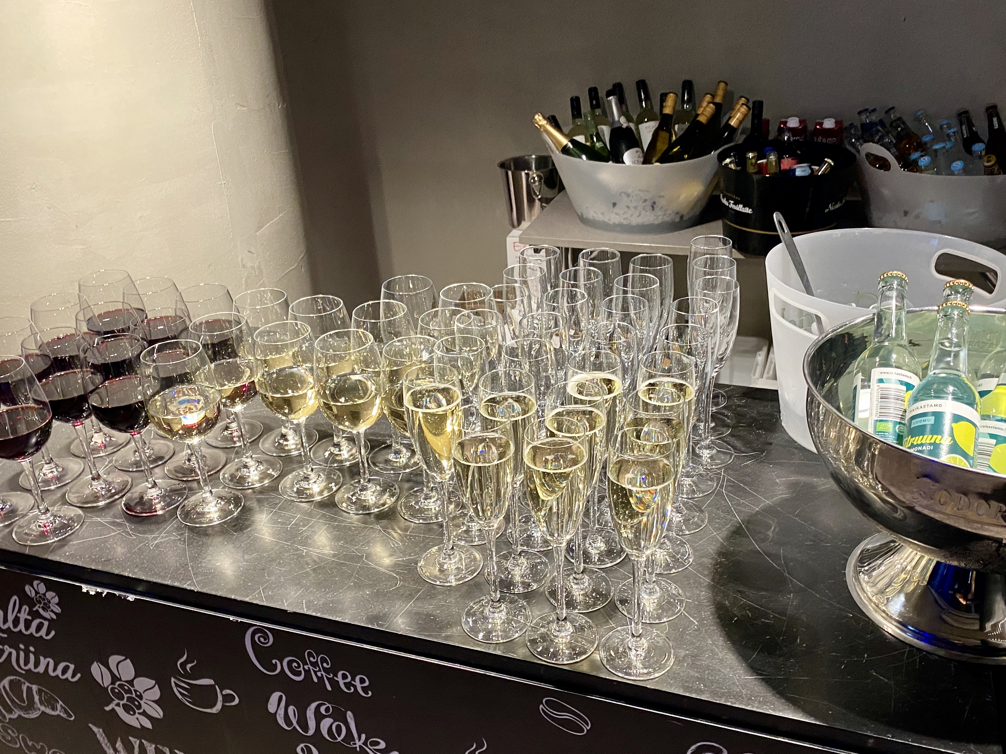 Sparkling wine Domakers Finland party